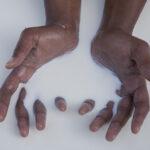 Maïmouna Patrizia Guerresi Milky Hands 1, 2013 stampa Lambda, 50 x 75 cm © Maïmouna Guerresi