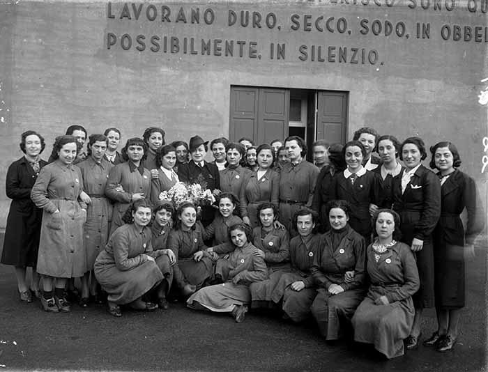 Lavoratrici nello Stabilimento Metallurgico Delta di Genova, Cornigliano-1937