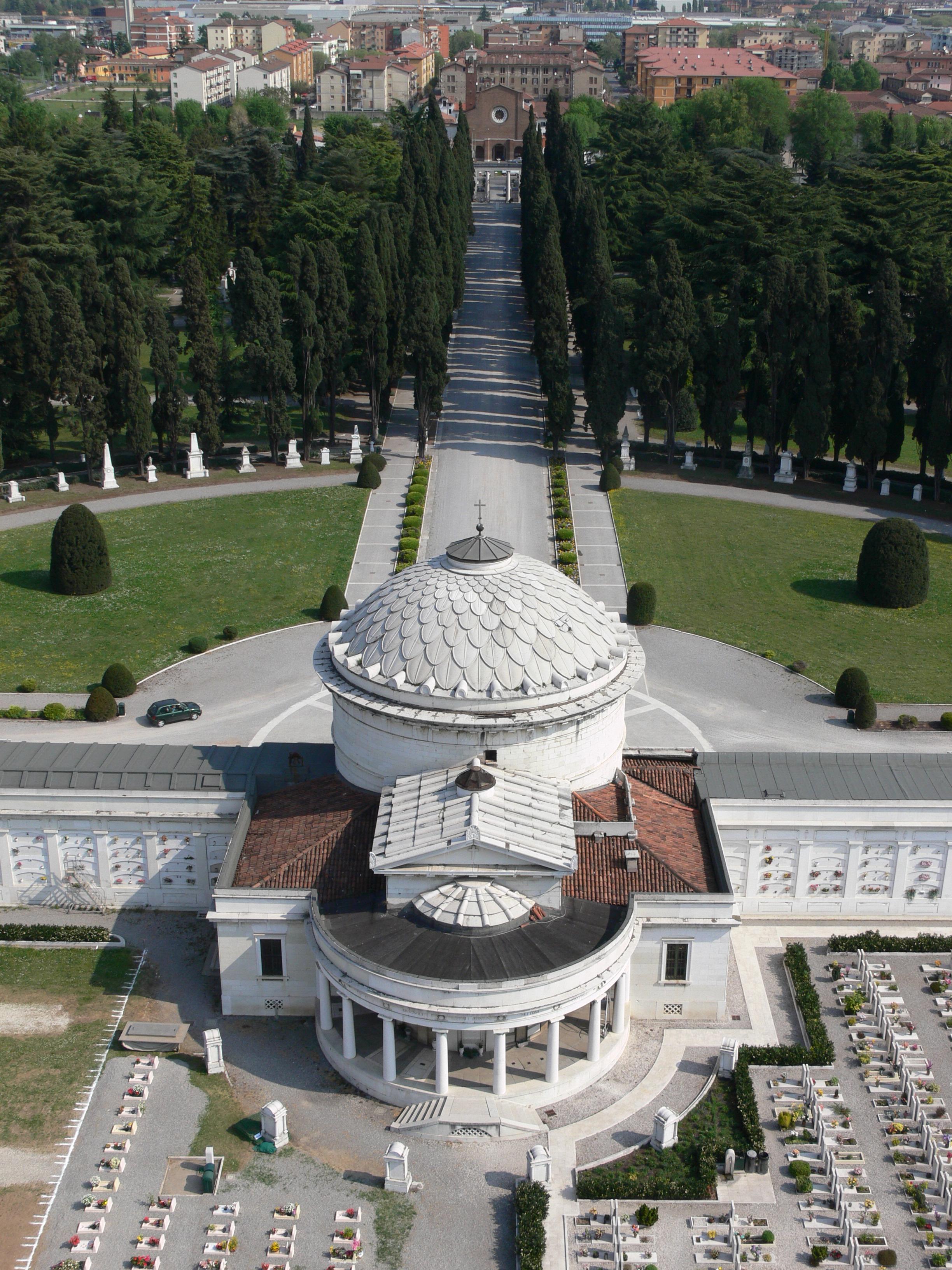 Brescia, Cimitero Vantiniano visto dal faro centrale