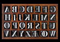 Una cassetta di punzoni di caratteri tipografici bodoniani