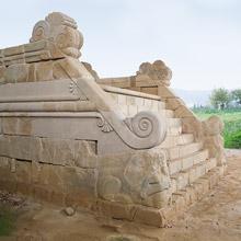 Elemento architettonico della necropoli di cortona