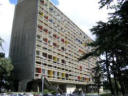 La Cité radieuse di Marsiglia, opera di Le Courbusier, contestata dagli abitanti, poi divenuta monumento nazionale