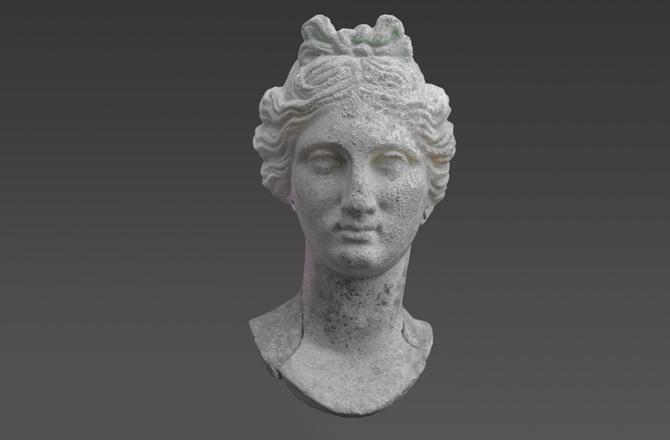 . Testa di Afrodite, rinvenuta lo scorso 27 ottobre presso ill sito archeologico di Hierapolis. (probabilmente la statua raffigurerebbe il volto della dea Persefone, sposa di Ade e regina degli inferi)