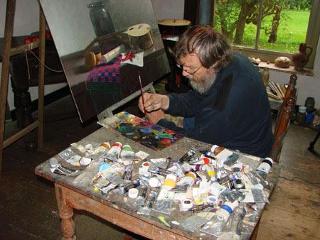 L'artista al tavolo di lavoro
