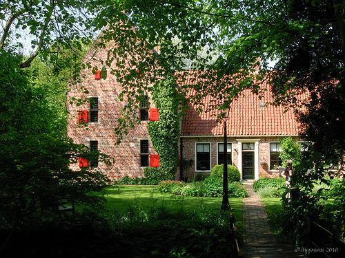 La casa-atelier del pittore, perfettamente ricostruita in stile medievale, con materiali d'epoca