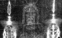 Il volto della Sacra Sindone in negativo, mostra numerosissimi particolari