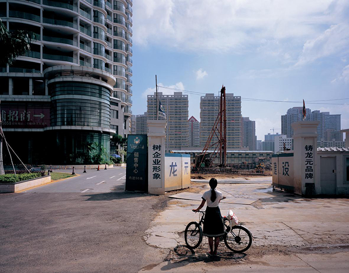 Weng Fen: SITTING ON THE WALL: HAIKOU