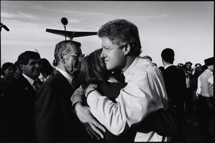 Andrea Cairone, Bill Clinton Campaign, Cheyenne Wyoming, 1992 (1995) Raccolta della fotografia, Galleria civica di Modena