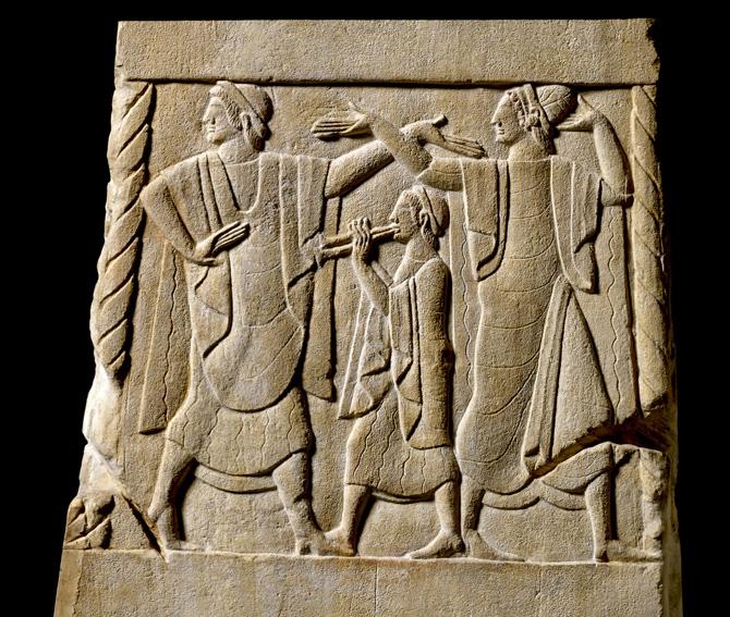 8.Pannello di cippo, Musica per l'aldilà 490-470 AC (da Chiusi) pietra fetida, 53,3x35,5x34,3 cm Londra, British Museum