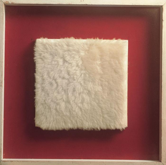 Achrome,1961 circa peluche, 19x20 cm Courtesy FaMa Gallery, Verona