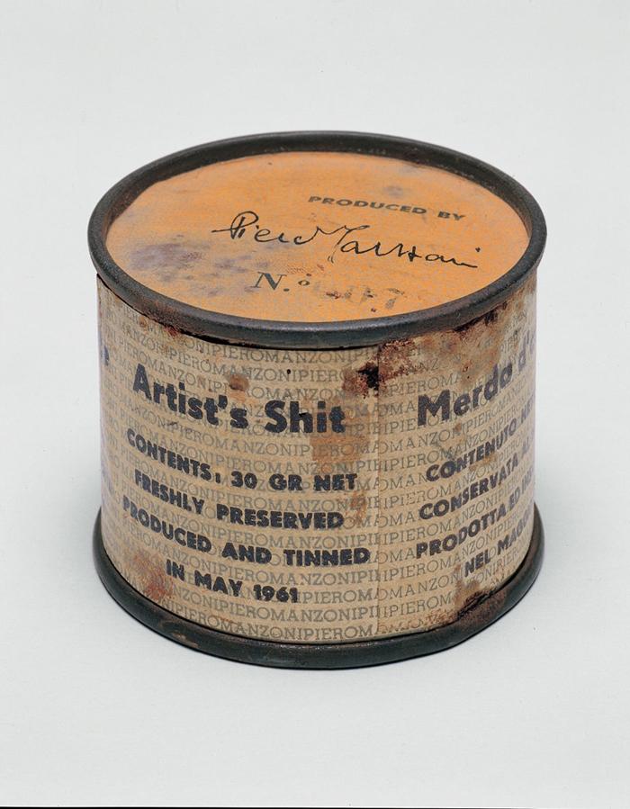 Merda d'Artista n.07, 1961 scatoletta di latta, carta stampata, h 4,8; d 6 cm Collezione privata