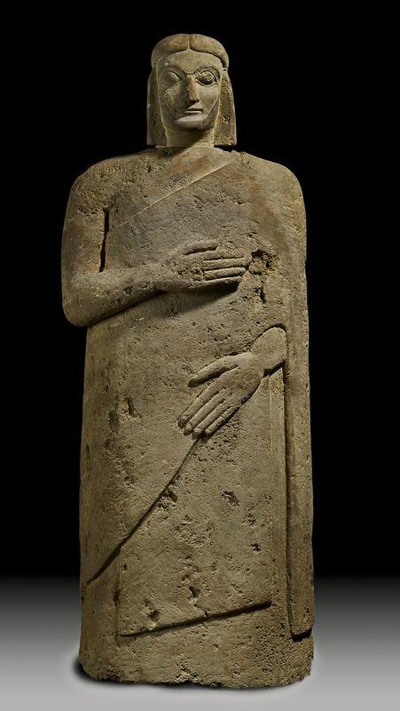 28.Statua cinerario  c. 540-560 AC (Chiusi) pietra calcarea, h. 137,7 Londra, British Museum