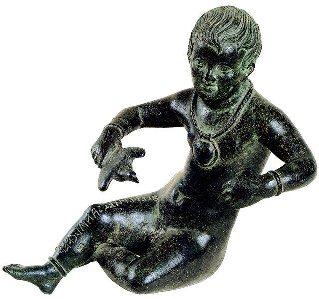 """Statua votiva di fanciullo nudo detto """"Putto Graziani""""  Prima metà II sec. AC bronzo, h. 26 cm  Città del Vaticano, Musei Vaticani –Museo gregoriano Etrusco"""