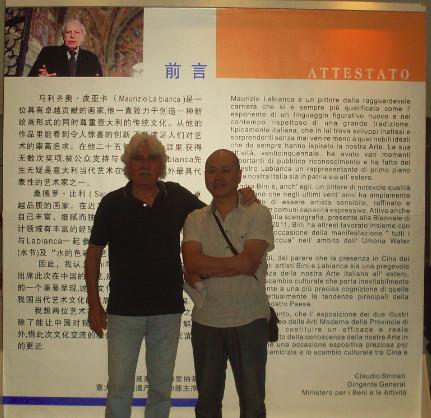 Maurizio La Bianca durante l'importante mostra delle sue opere in Cina
