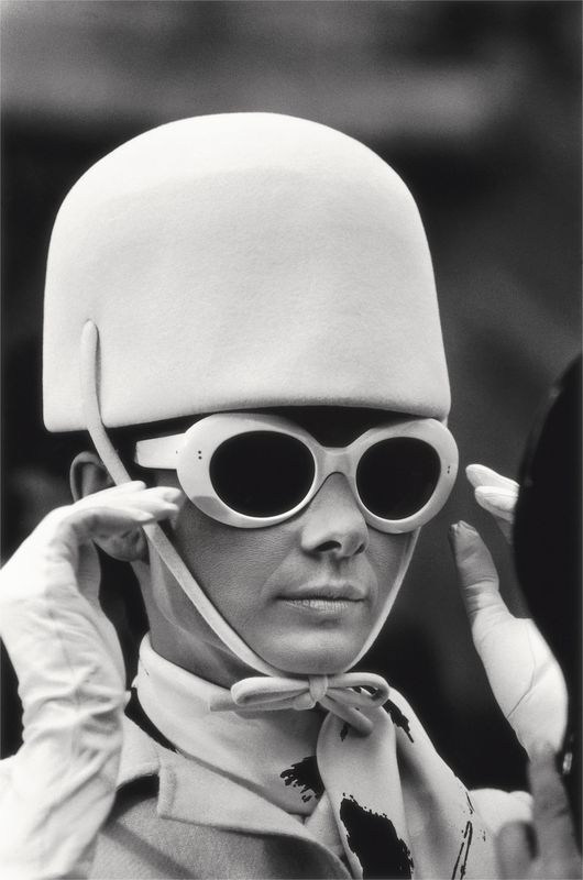 Audrey Hepburn sul set di Come rubare un milione di  dollari e vivere felici  Audrey Hepburn on the set of How to Steal a Million  Parigi / Paris, 1966  81 x 58,2 cm  © Terry O'Neill