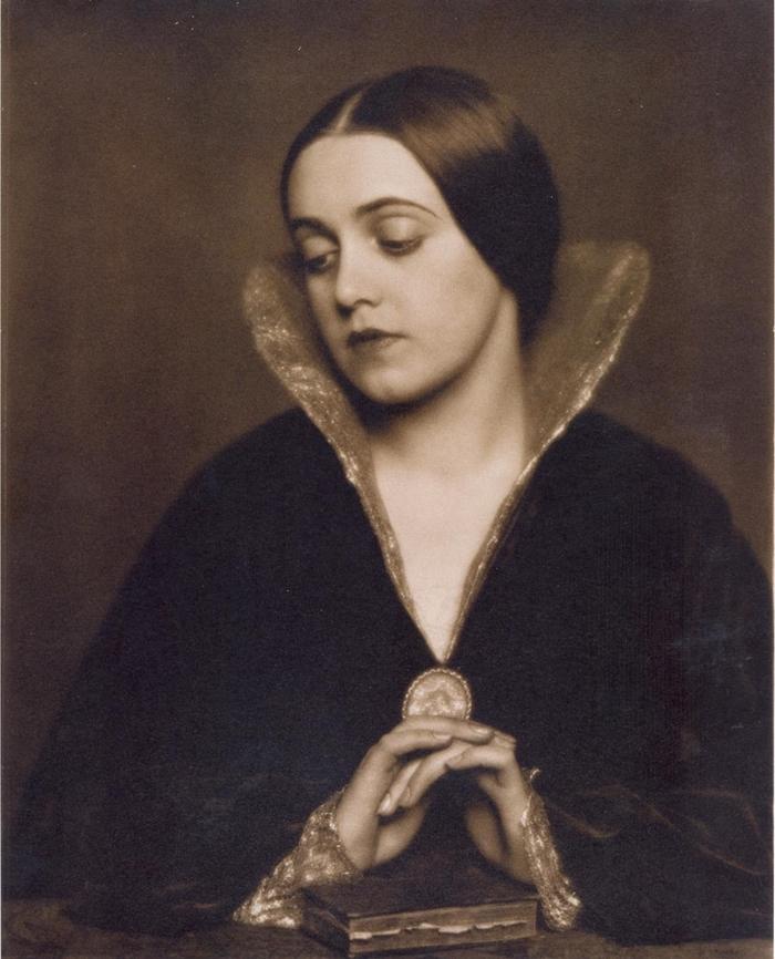 Madame d'Ora (Dora Philippine Kallmus), Ohne Titel, 1925, bromine silver print, toned. © by SIAE 2014 Courtesy Museum der Moderne Salzburg