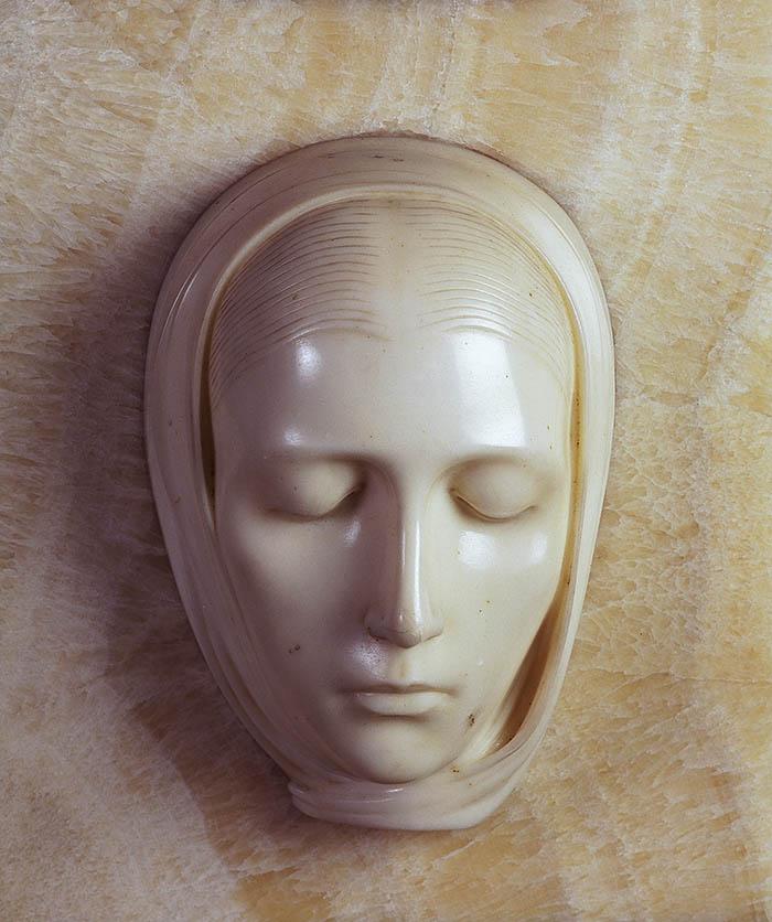 Adolfo Wildt Vergine Marmo, cm 36 x 30 x 15