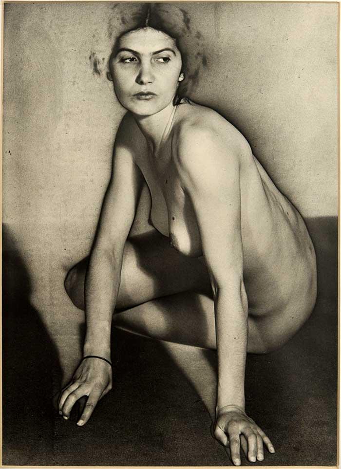 Man Ray  Philadelphia (USA) 1890-Parigi 1976  Nudo, positivo del 1981, da negativo del  1930-1934 ca.  solarizzazione, cm 33x22  1998, dono di Arturo Schwarz