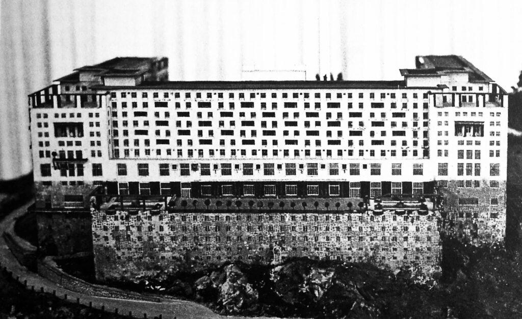 Adolf Loos, Hotel per sport invernali sul Semmering, foto del modello originale esposto al Salon d'Automne di Parigi nel 1920