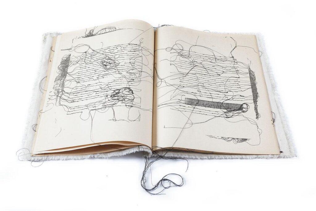 Maria Lai: Libro, 1979, stoffa, carta e filo, 30x24cm, foto: pierluigi dessì/confini visivi