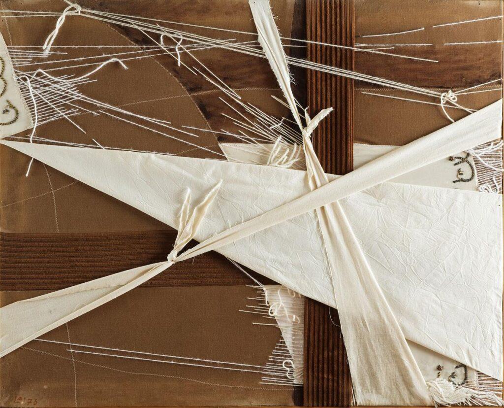 Maria Lai: paesaggio al vento, 1977, collage si stoffe e filo, 81x102x3cm foto: pierluigi dessì/confini visivi