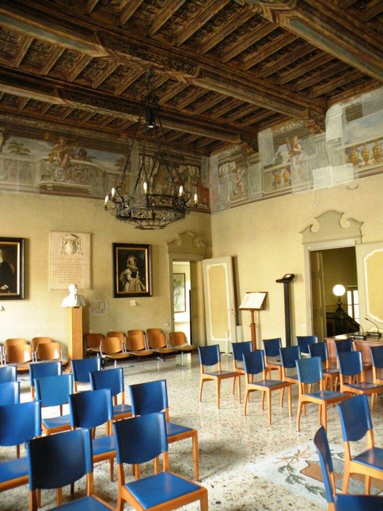 Il salone di palazzo Sforza Colonna, a Caravaggio, oggi sede del Comune, come cinquecento anni fa, prima della trasformazione in abitazione privata