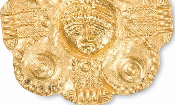 Lamina-polilobata-aurea-con-croce-e-testa-diademata