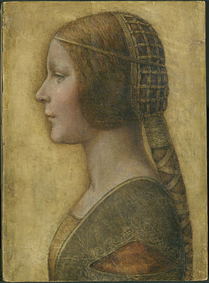 """Leonardo da Vinci (?)(attribuito), Ritratto di giovane principessa, 1480-1495, grafite, sanguigna, gesso, inchiostro su pergamena, 332×239 millimetri. Lo studioso di Leonardo, Carlo Pedretti, dichiarò al nostro giornale, in occasione del ritrovamento del ritratto: Da cosa avete dedotto che il disegno raffiguri il profilo di una ragazza da sposare? Questa è un'ipotesi di studio. Ho immaginato che un ritratto così compiuto per manifestare bellezza, realizzato su un supporto facilmente trasportabile, fosse finalizzato ad una proposta di matrimonio a distanza, ad altissimo livello, tanto da meritare un'accurata raffigurazione ad opera del nuovo protagonista dell'arte in Milano: Leonardo, un """"Apelle da Firenze"""" alla corte degli Sforza. Invece di una pergamena arrotolata, in tempi più recenti si sarebbe fatto uso di una fotografia, oggi di una webcam."""