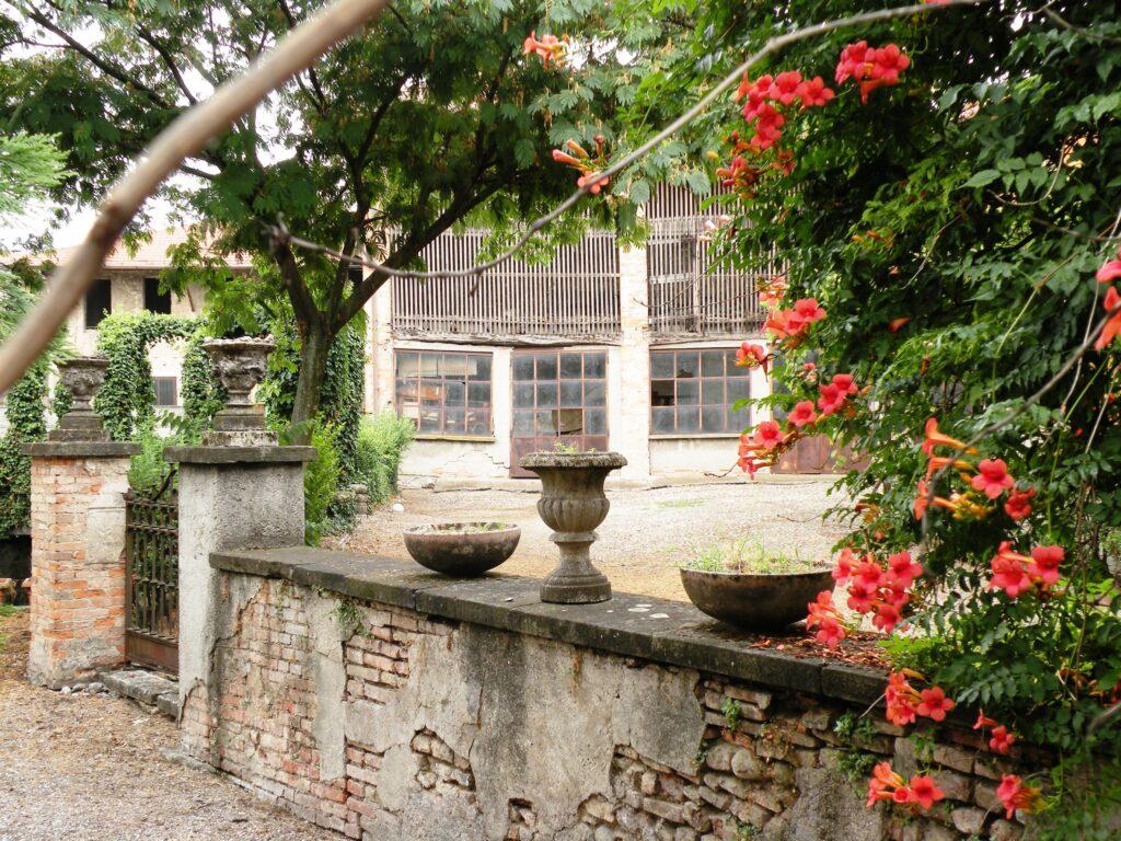 Pertinenze rustiche di casa Aratori, in cui crebbe Michelangelo Merisi, accanto al nonno materno