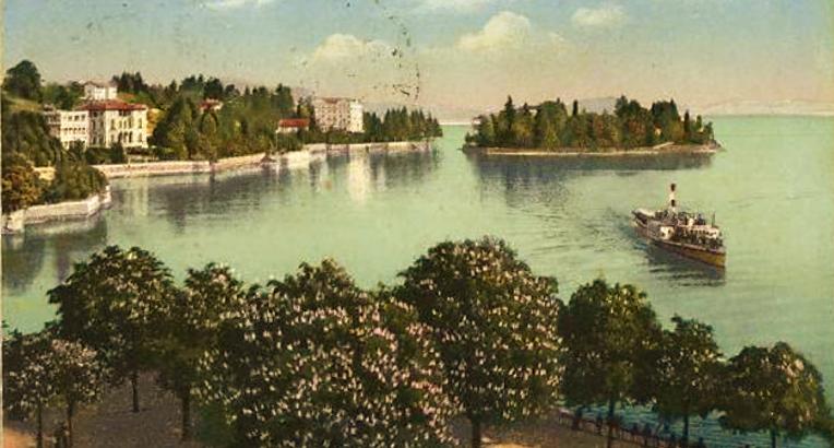 L'Isolino, dove soggiornava Vittoria Colonna, di fronte alla costa di Pallanza, in una cartolina d'epoca