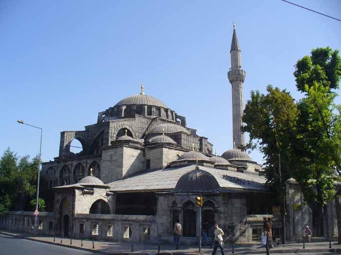 La moschea e il quartiere fobdati a Instanbul dal pascià di origine calabrese