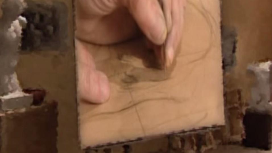 Il  trasferimento del disegno. Qui l'artista utilizza la tecnica classica. I piccoli disegni del bozzetto venivano dotati di un reticolo di linee perpendicolari e ingranditi ampliando, proporzionalmente ogni quadrato, su un cartone leggero. All'interno di ogni quadrato veniva riportato il brano di disegno indicato dal bozzetto. Come vediamo, poi, il cartone veniva bucato con un ago o un chiodo, in corrispondenza delle linee del disegno. Il cartone poteva essere molto dettagliato -come nella pittura centro-italica delineare più sommariamente gli ingombri, per lasciare al pittore, come avviene in tanta pittura venete, di agire più liberamente, agendo non tanto sul disegno quanto sul colore-luce