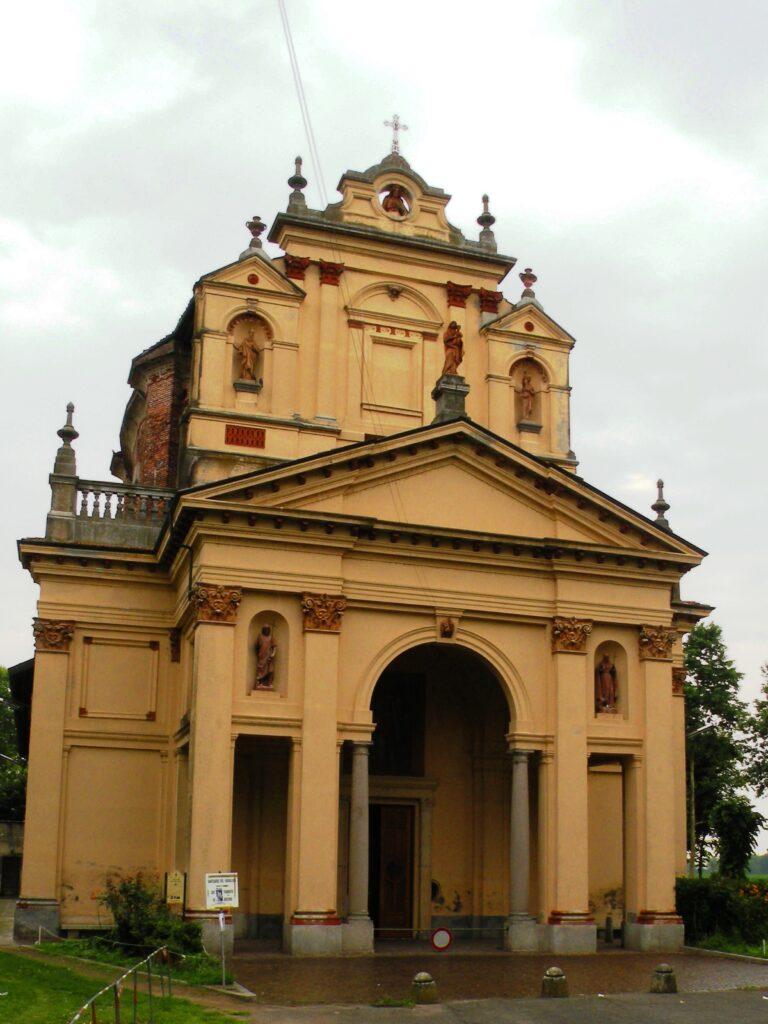 Il santuario del Varallino, dove la nobildonna, secondo la leggenda, fu fatta cadere dal demonio