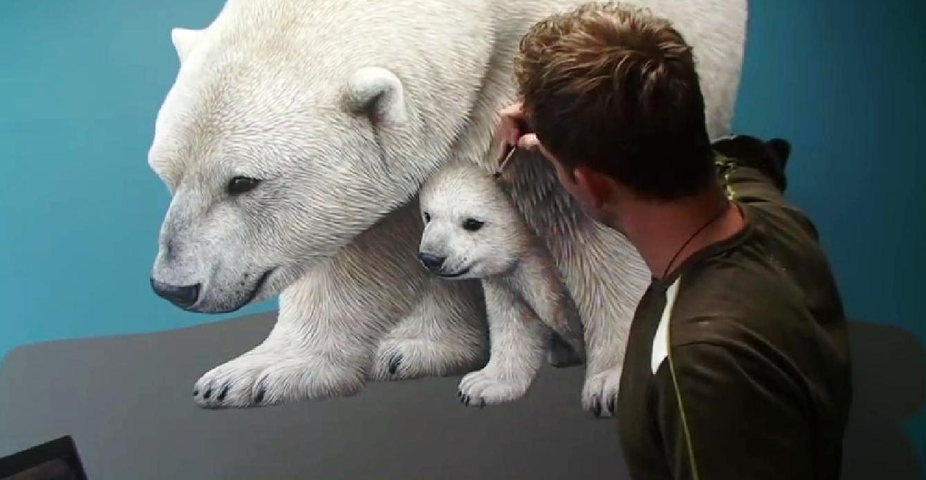 Gli orsi bianchi crescono docili sotto piccoli colpi di pennello