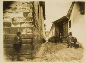 Max T. Vargas, Calle del Triunfo, Cusco, 1897, 17,9 x 24 cm