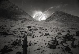 """Kenro Izu Kailash #75, Tibet, 2000 dalla serie """"Sacred Places"""" stampa ai pigmenti 72x102 cm courtesy l'autore"""