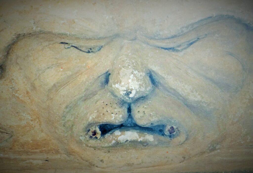 Anonimo plasticatore, Mascherone con sembianze demoniaco-feline, secolo XVII, Cellatica, Brescia, Palazzo Mazzola, già Pulusella