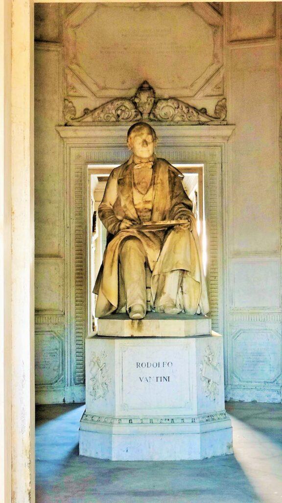 Il Monumento a Vantini, realizzato nel 1858 dallo scultore Seleroni e collocato alla base della lanterna del Vantiniano, cimitero monumentale di Brescia