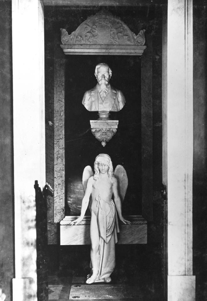 La tomba Rossi in un'immagine d'epoca