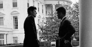 A Palazzo Reale la battaglia dei fratelli Kennedy