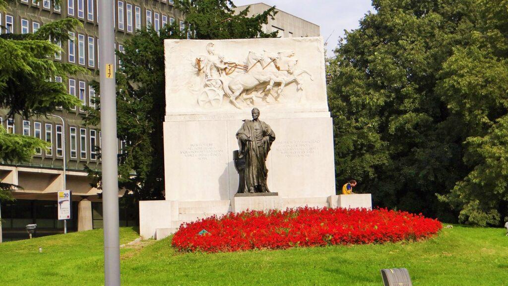 DAVIDE CALANDRA (1856-1915),Monumento aGiuseppe Zanardelli, (part.),1906-1909, marmo, Brescia, già angolo via delle Rose – piazza Repubblica, ora giardini Zanardelli