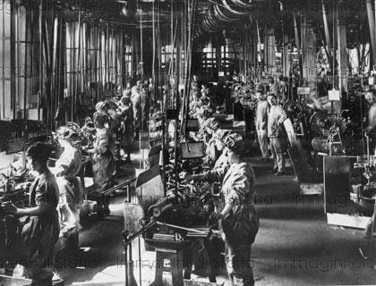 Il reparto bulloneria dello stabilimento Fiat. Premoli previde ampie finestre per garantire luce naturale