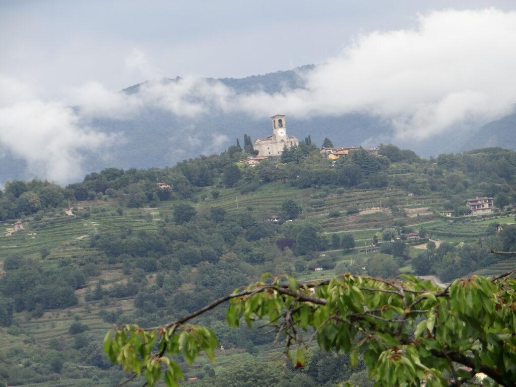 Il santuario della Stella visto dalla collina di Santo Stefano, a Gussago, in provincia di Brescia