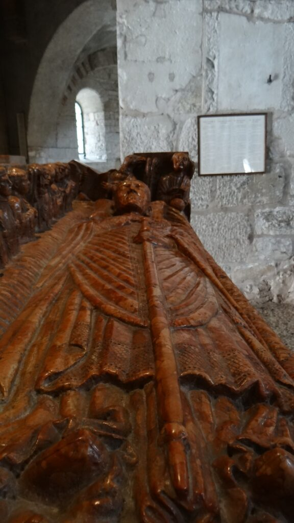 Tomba di Berardo Maggi, inizio secolo XIV, pietra di Verona, Brescia ,Duomo Vecchio vecchio o Rotonda