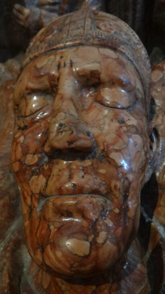 Ritratto di Berardo Maggi, forse ricavato da una maschera funebre, Tomba di Berardo Maggi, inizio secolo XIV, èitra di Verona, Brescia ,Duomo Vecchio vecchio o Rotonda