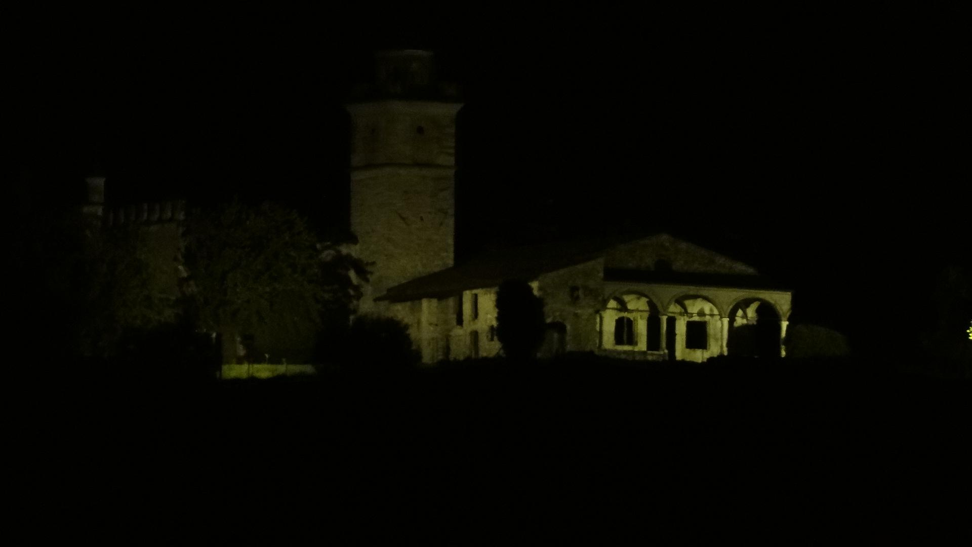 Veduta notturna del convento domenicano della Santissima Trinità, a Gussago, in provincia di Brescia. Qui venne interrogato uno dei testimoni del processo a Benvegnuda Pincinella, accusata di stregoneria nel 1518