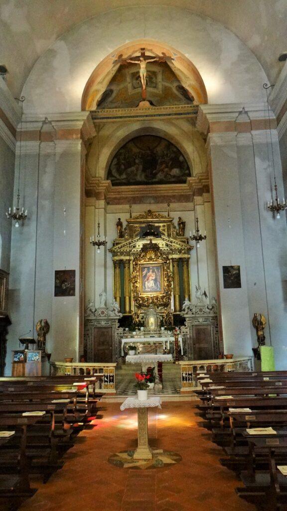 La navata centrale del santuario mariano