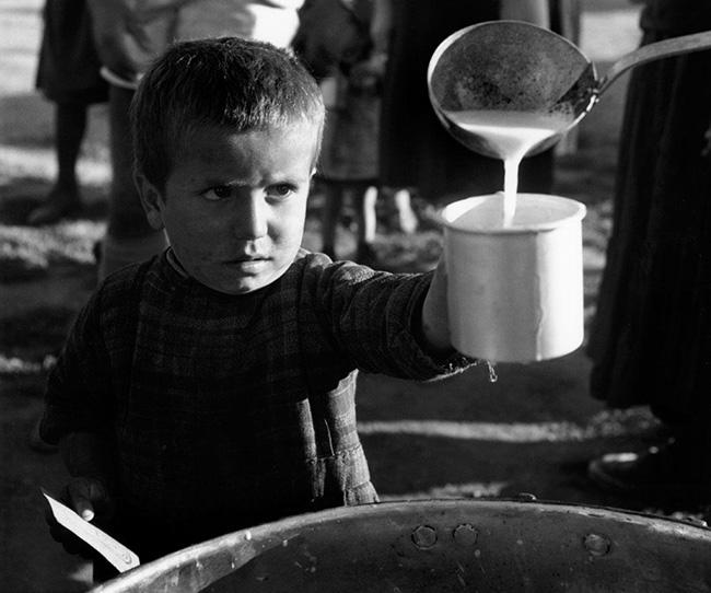 Rifugiato dalle zone della guerra civile.Ionannina, Greece. 1948. © David Seymour / Magnum Photos