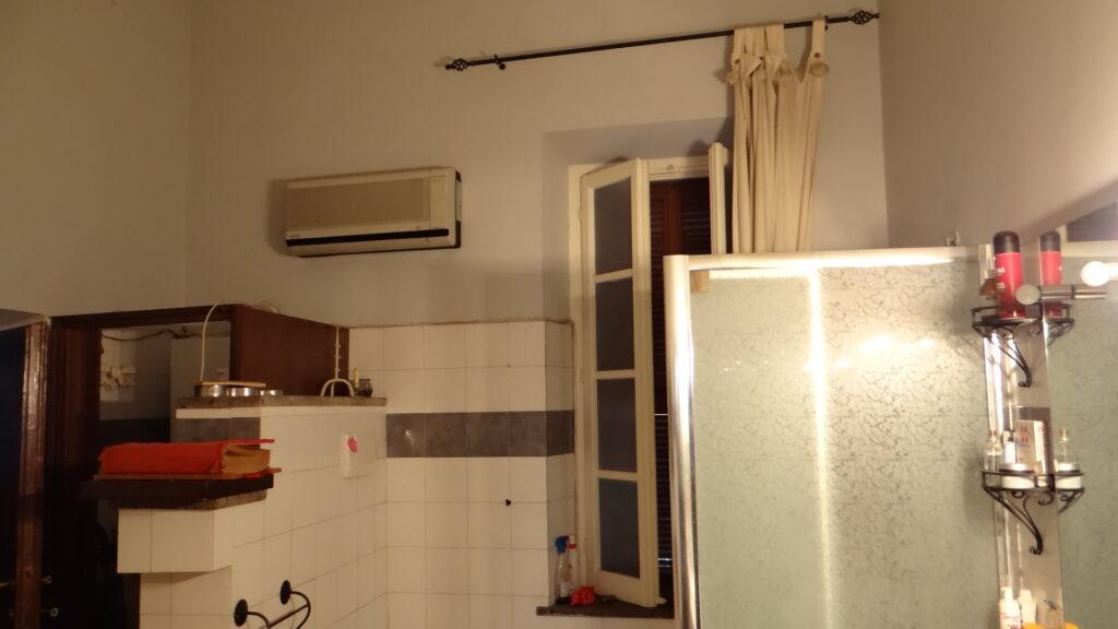 Il box doccia che integra, a livello  di servizi, la vasca per idromassaggio