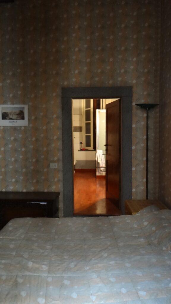 Il bagno visto dalla camera motrimoniale